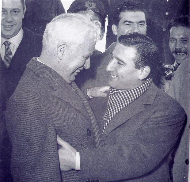 Renato Rascel con Charlie Chaplin all'Aeroporto di Ciampino. Foto: Giuditta Saltarini
