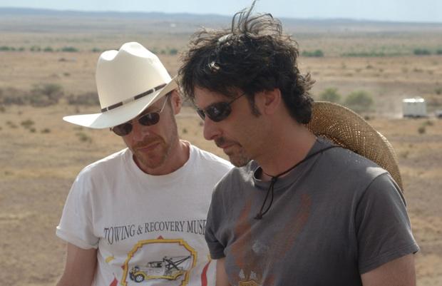 da sinistra: Ethan e Joel Coen sul set