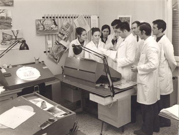 Giuliano Cenci; dietro, con la mano, Marazzi; Giuseppe Conti; da sin: Valeria Pronti, in mezzo Laura Foschi; Patrizia Fineschi