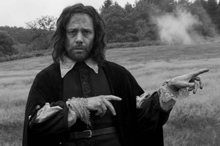 "Un film psichedelico, potente e selvaggio. ""A Field in England"" di Ben Wheatley"