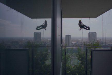 """L'architettura è propaganda e il futuro non è un bosco verticale. """"The Flying Gardeners"""" di Boeri & Grimaldi"""